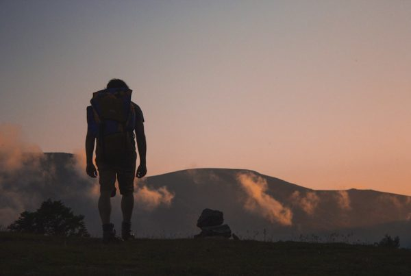 hiker-silhouette-sunset-1000